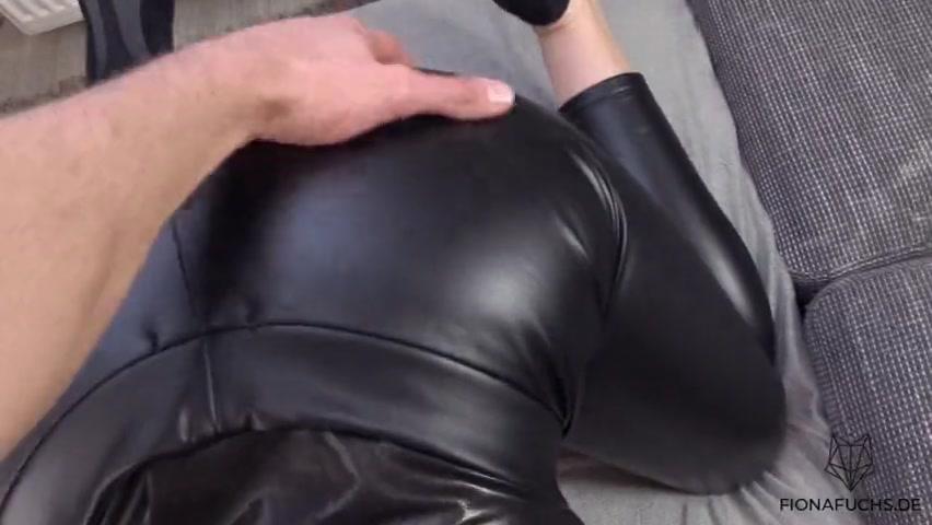 Видео Девушки В Кожаных Вешях Порно